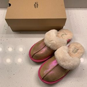 Ugg bk6 cozy slipper fits women 7.5-8